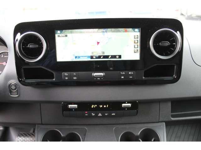 Mercedes-Benz Sprinter 319 CDI 3.0 V6 L2H1 Airco, Luchtvering, 3500 kg Trekhaak, Navigatie MBUX, Camera 360 graden, Standkachel