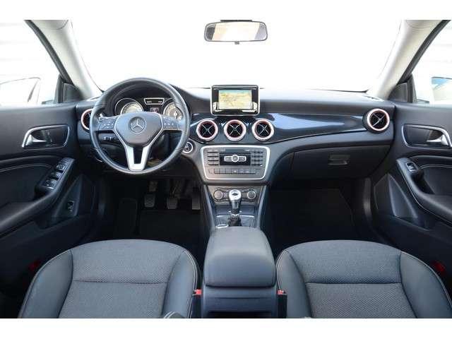 "Mercedes-Benz CLA-klasse 180 Ambition Panoramadak Navigatie 18"" LM Velgen Xenon"