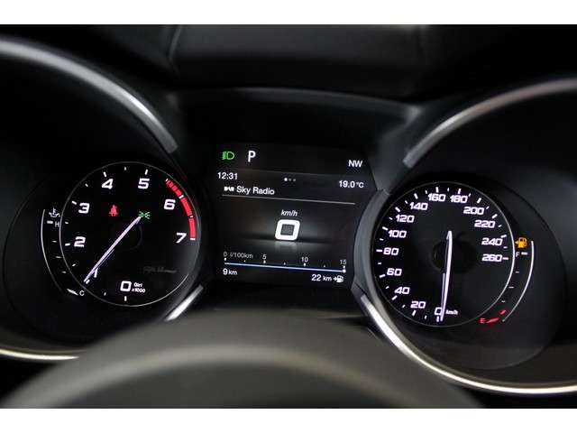 Alfa Romeo Stelvio 2.0 T AWD 200pk Super (Panoramadak - Veloce interior)