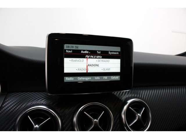 Mercedes-Benz A-Klasse 180 Ambition | AMG Styling | Panorama Dak | Parkeersensoren V+A | Cruise control | Navigatie | Sportstoelen |