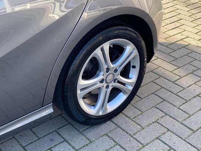 Mercedes-Benz A-Klasse 180 CDI Ambition | Cruise control |  Navigatiesysteem | Parkeersensor voor en achter | Airco | bi-xenon koplampen | Parkeer assistent |
