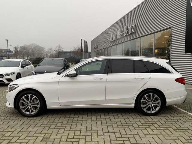"Mercedes-Benz C-Klasse Estate 350e 211pk Lease Edition | Navigatie | 360 graden camera | Stoelverwarming | Cruise Control | Parkeersensoren | Luchtvering | LED Koplampen | Privacy Glass | Lederbekleding | 17"" LMV"