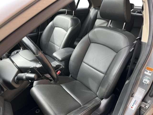 """Suzuki Kizashi 2.4 Exclusive Sport 4WD AUTOMAAT (UNIEK in EUROPA,Leder,Stoelverwarming,Keyles Entry/Start,Elektr.Stoelen+Memory,Navigatie,18""""LM Velgen,Schuifdak,MET GARANTIE*)"""