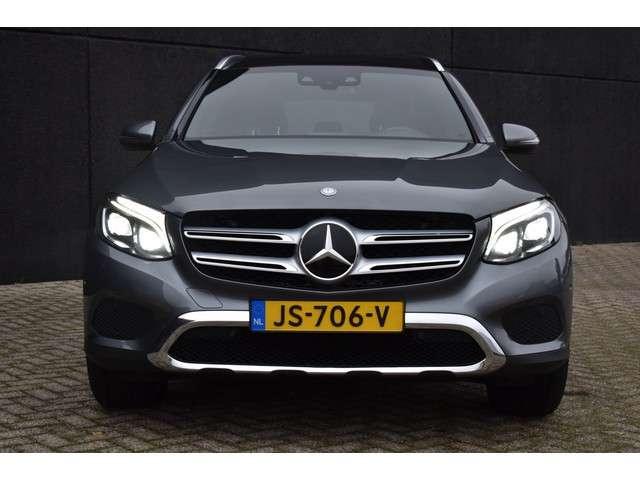"Mercedes-Benz GLC 250 d 204pk 4MATIC Ambition | Navigatie | Cruise control | Halfleder-alcantara | Stoelverwarming | Burmester | LED koplampen | Achteruitrijcamera | Parkeersensoren | 18""LMV | Rijstrooksensor"