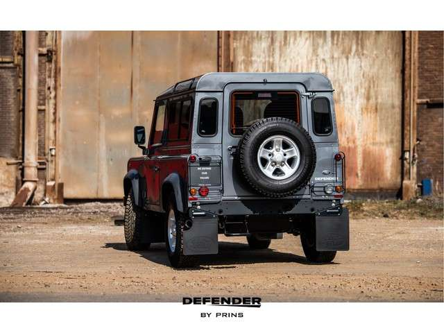 Land Rover Defender 2.2 TD4 90 | AIRCO | LAGE KM STAND