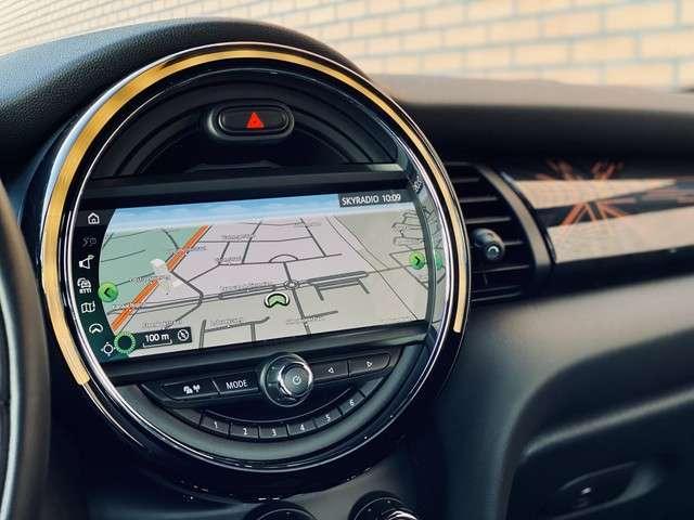 "MINI Cabrio 2.0 Cooper S Sidewalk Edition   179 PK!   John Cooper Works   Leder   Head-Up Display   Led   DAB   Harman/Kardon   Camera   17"" Lichtmetaal   1e Eigenaar!   Keyless Go/Keyless Entry  "