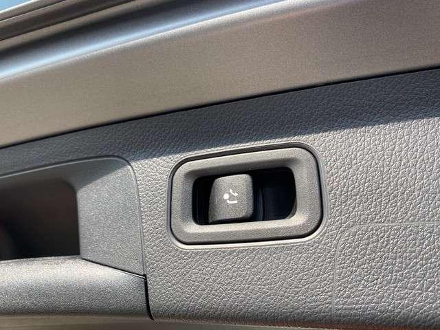 Mercedes-Benz A-Klasse 160 Business Solution | Designo Mountain grey | Trekhaak | Parkeersensoren | Cruise control | Navigatie  | Stoelverwarming | High Led Performance |