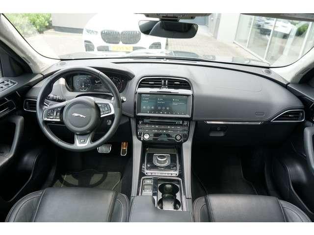Jaguar F-Pace 2.0 R-Sport AWD 25t   Adaptieve cruise control   Cold Climate Pack   Glazen Panoramadak   Meridian Audio  