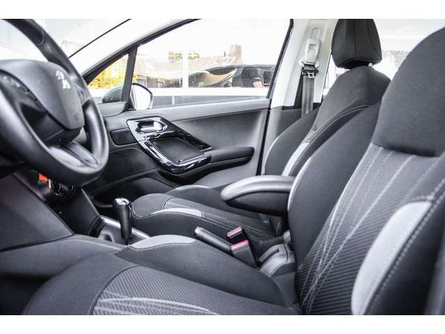 Peugeot 208 1.4 e-HDi Active Automaat NAVI, CRUISE, PDC
